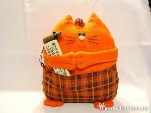 Оригинальный подарок парню своими руками-подушка с карманом