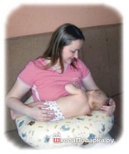 что подарить новорожденной девочке-подушка для кормления