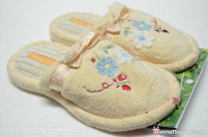 Шуточные подарки на юбилей женщине-домашние тапочки
