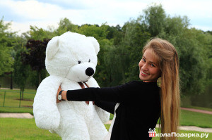 романтический-подарок-девушке-плюшевый-медведь-300x199
