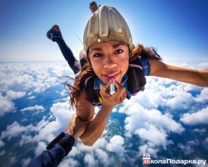 прыжок с парашютом для девушки