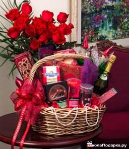 подарки-на-8-марта-цветы в-корзине