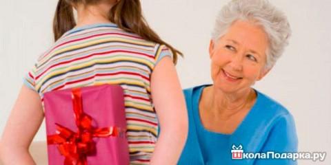 Что подарить на новый год бабушке?