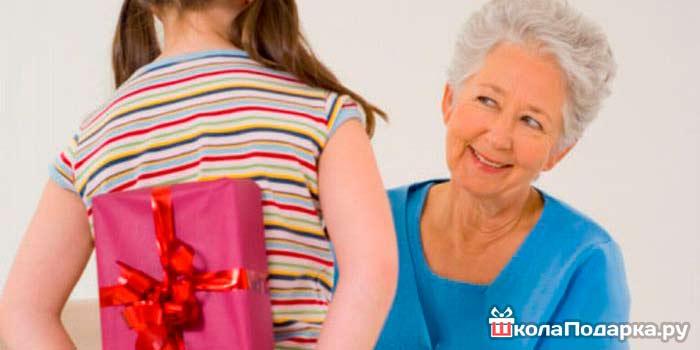 Какой выбрать подарок для бабушки