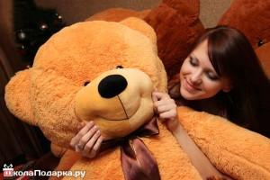 Плюшевый-медведь-на-8-марта