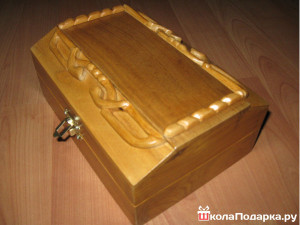 деревяная шкатулка