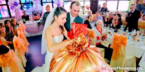 Подарки на свадьбу от друзей — оригинальные и запоминающиеся