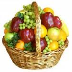 витамины - корзинка с фруктами