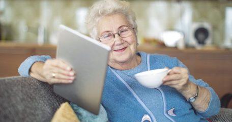 Что подарить женщине на 80 лет