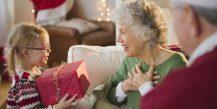 Список недорогих подарков бабушке на Новый год