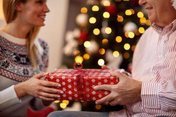 Выбираем недорогой, но оригинальный подарок родителям на Новый год 2020