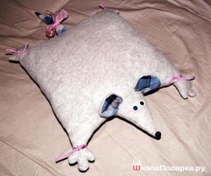 Подарок бабушке своими руками-подушка