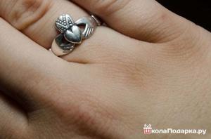 подарок девушке на год отношений-кольцо