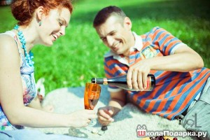 подарок девушке на год отношений-пикник на природе